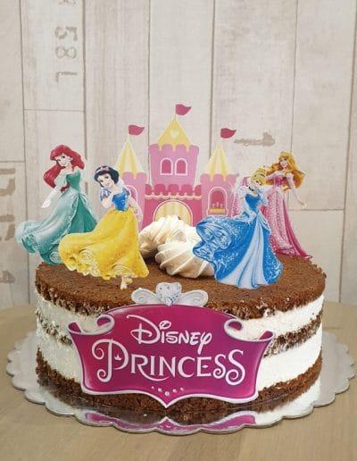 Гола торта с принцеси